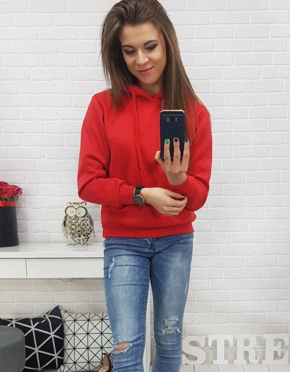 czerwona bluza młodzieżowa - stylizacja damska